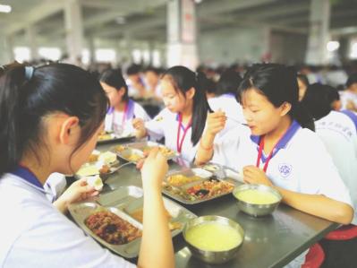 又到开学季,如何做好学生餐?听听新兴荣福中央厨房怎么说